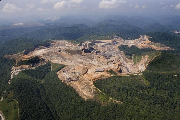 Comment les Etats-Unis rasent leur plus belle chaîne de montagnes pour exploiter les mines de charbon des Appalaches.