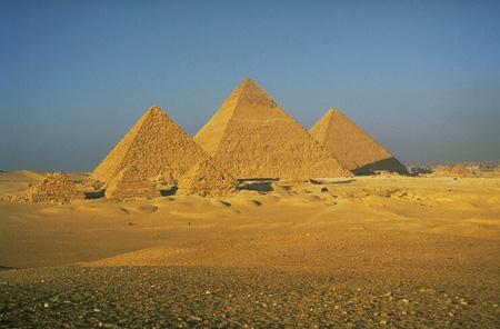 Pyramides dans PYRAMIDE